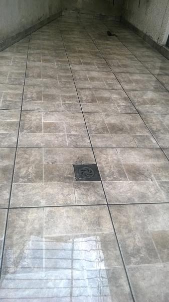 Foto piso ceramico exterior de mantenimiento y for Precio colocacion piso ceramico