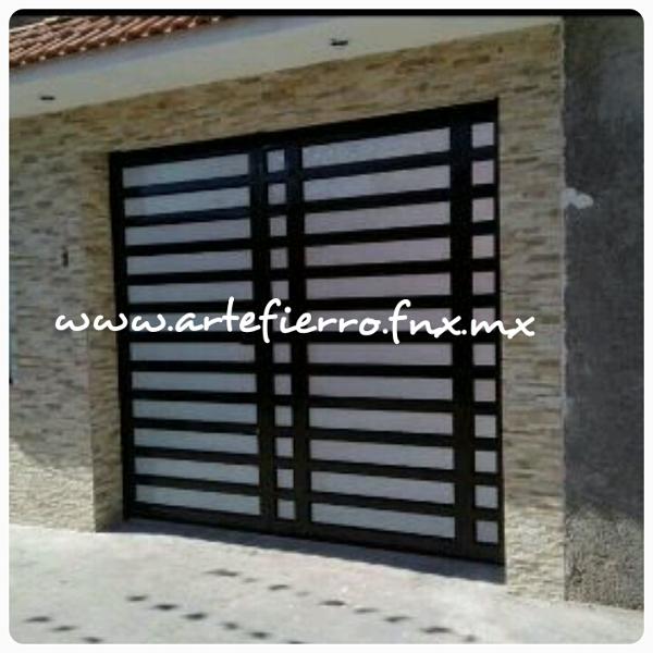 Foto zagu n de arte fierro herrer a contemporanea 52911 for Puerta zaguan aluminio