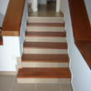Fabricación e instalación puerta y huellas de escalera