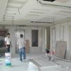 El trabajo es de enyesar muros y plafones de dos departamentos que están en remodelación