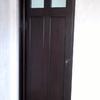 Retoque y barniz de 3 puertas, arreglo de puerta de mueble con colocación de vidrio y bisagras, retoque de muebles