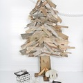 árbol de navidad con palés pegados