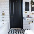 baño con azulejos metro blanco