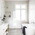Baño con regadera y tina exenta