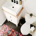 Gabinete con cajones en el baño