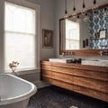 Baño rústico con piso vinílico