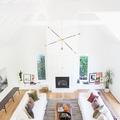 casa en blanco con suelo laminado