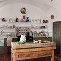 cocina con mesa madera