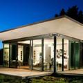 Casa prefabricada iluminada