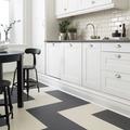 Cocina con piso de linoleum blanco y negro