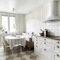 Cocina estilo nórdico con comedor integrado