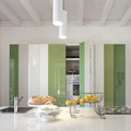 Cocina oculta blanco y verde