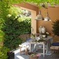 Comedor en la terraza con piso de terrazo