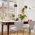 comedor-con-gran-mesa-de-madera-