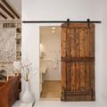 Puertas correderas de madera rústica