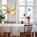 Sala con decoración navideña