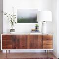 Recibidor con cómoda de madera