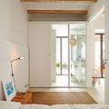 Recámara blanca con baño integrado