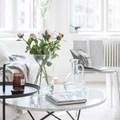Sala con mesas redondas