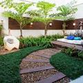 jardin con puff, sofas , maderas