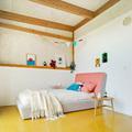 cuarto con piso de linoleum
