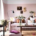Sala con media pared pintada
