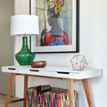 Recibidor con mueble a la medida y cuadro de colores