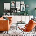 Sala estilo nórdico con colores intensos