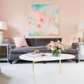 Sala decorada con color rosa Pale Dogwood
