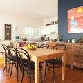 salón y comedor muy colorido