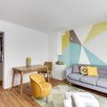 Sala con paredes en tonos frescos