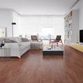 salón con piso vinilico