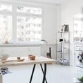 Comedor con piso de resina epóxica blanca