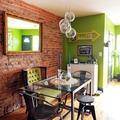 Greenery combinado con ladrillo y madera