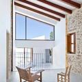 Casa rural con techo inclinado