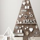 árbol de navidad con listones pegados