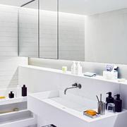 baño con grandes espejos
