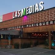 PINTANDO EL RESTAURANTE LAS MEDIAS DEL CAMARON