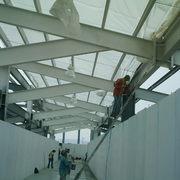 Aplicación de pintura en estructura metálica