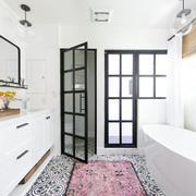 Baño con mobiliario