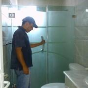canceles de baño abatibles  en cristal templado de 10 milimetros