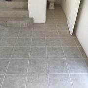 Cerámica en baño y escalera