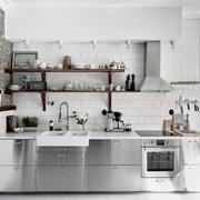 Cocina estilo industrial con acero inoxidable