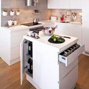Cocina blanca con isla integrada