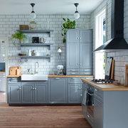 Cocina con muebles pintados de color gris