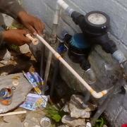 colocacion de linea de agua de cpvc de toma a tinaco