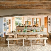 Comedor con suelo de piedra natural