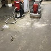 Reparación piso de concreto en centro comercial