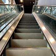 Escaleras eléctricas en Innovasport La Isla, Cancún