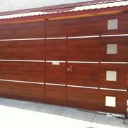 Distribuidores Sayer lack - Porton (Herrería, Aluminio acabado madera)
